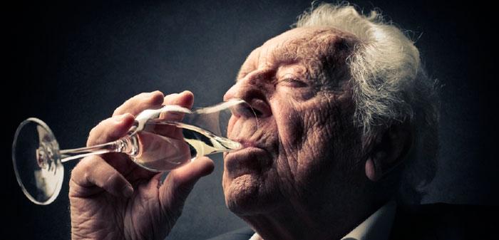 Употребление алкоголя пожилым