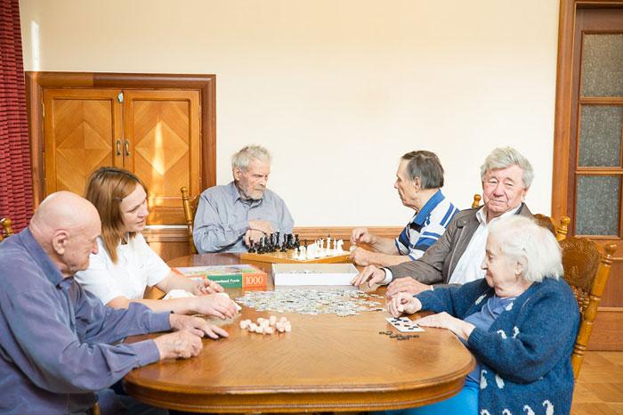 Досуг пожилых в частном доме престарелых