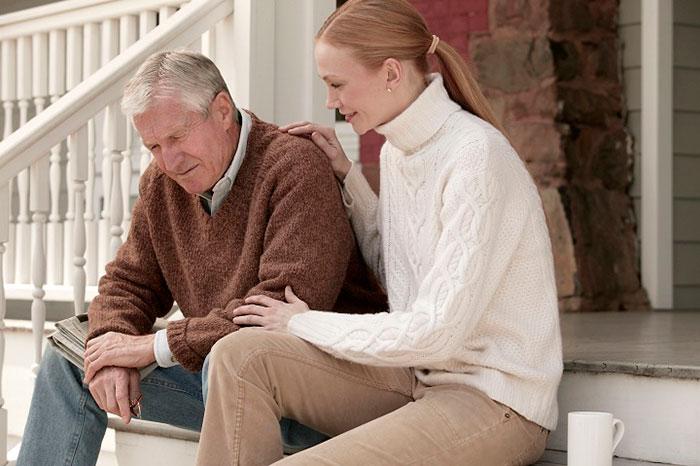 Поддержка родных при галлюцинациях у пожилых