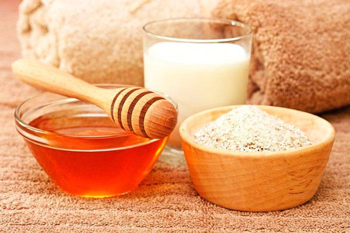 Мед, сметана и соль для лечения атеромы
