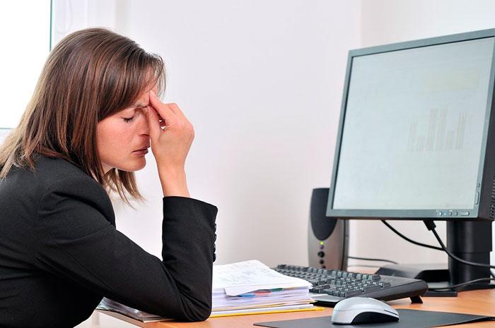 Усталость глаз из-за постоянного напряжения на работе