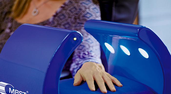 Воздействие на руку с помощью магнитно резонансной терапии