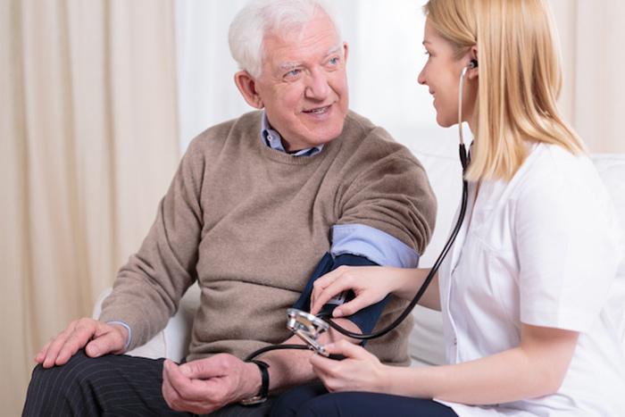 Помощь в оказании медицинских услуг - одно из преимуществ опеки