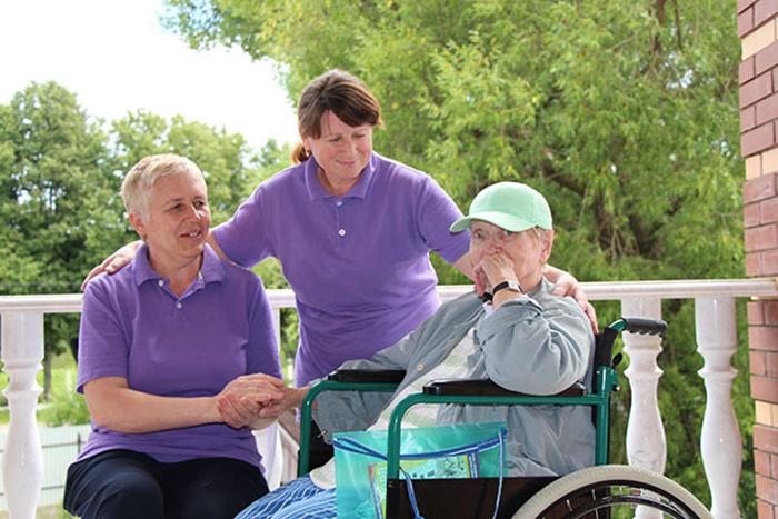 Выбор заботливого опекуна очень важен для пожилого человека
