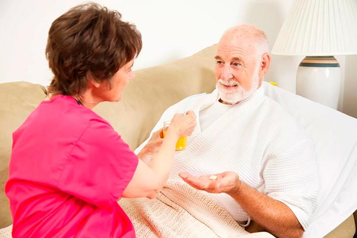 Помощь в приеме медикаментов при болезни Паркинсона