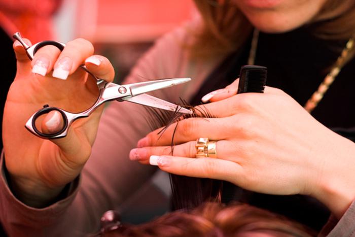 Поход к парикмахеру играет важную роль в жизни женщин после 50 лет