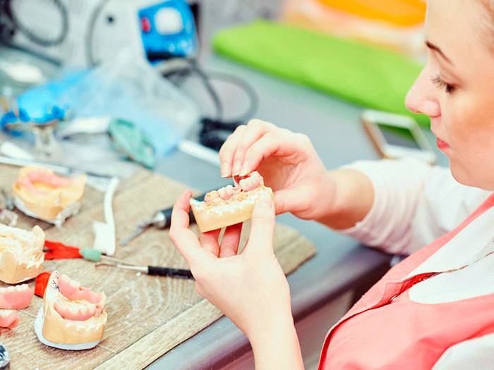 Изготовление зубных протезов для инвалидов