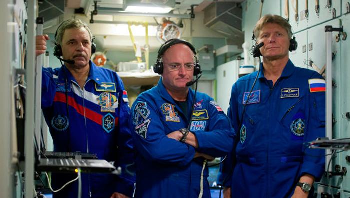 Космонавты на международной космической станции