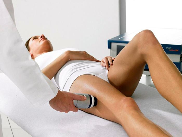 Ударно-волновая терапия для лечения тендинита сухожилий бедра