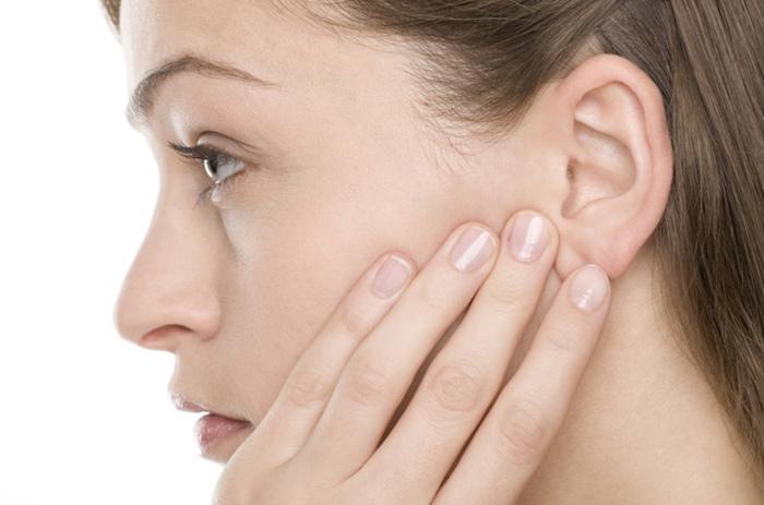 Болевые ощущения при зуде в ухе